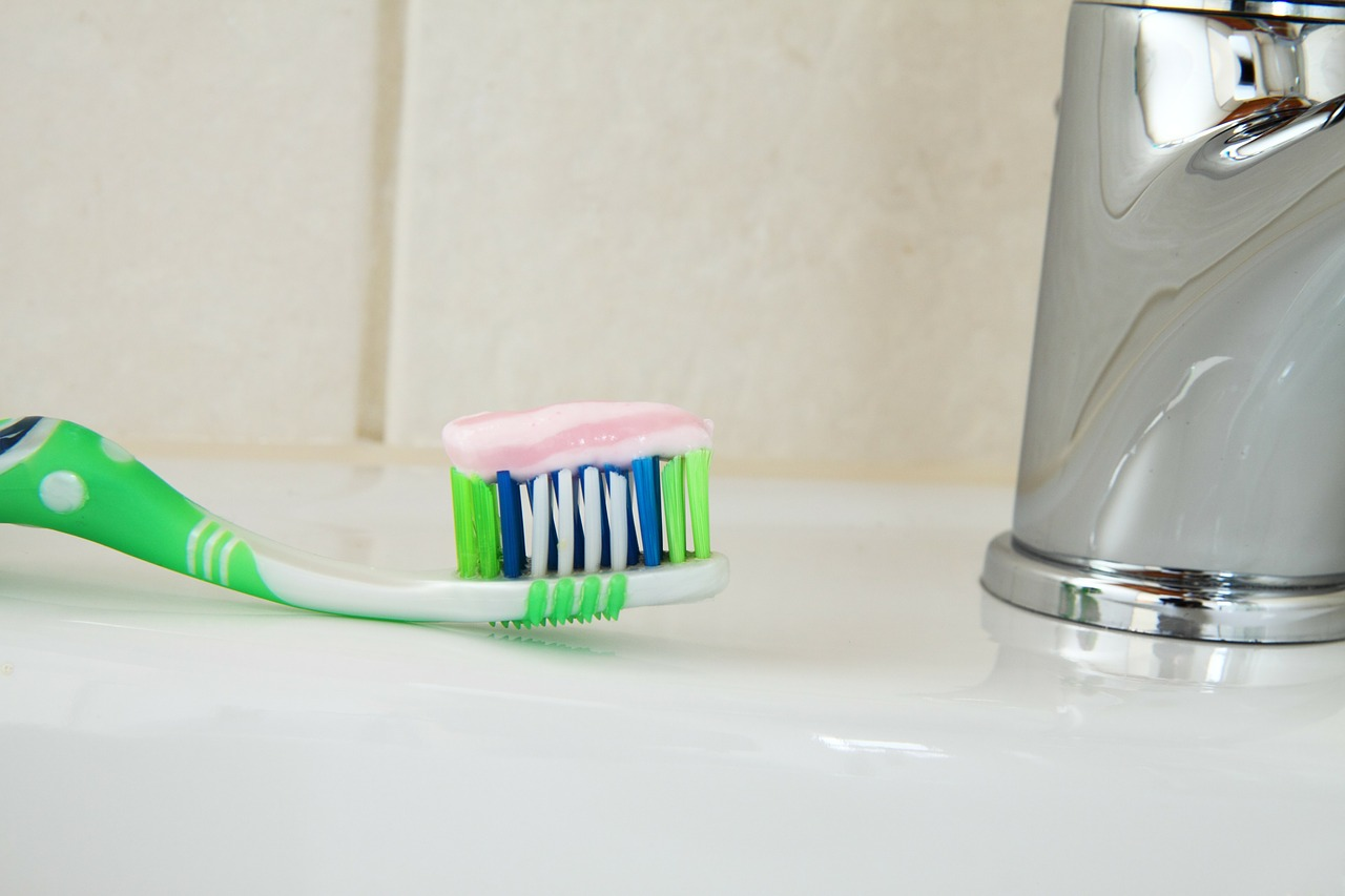 Tandpastavlekken verwijderen uit kleding