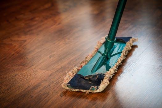 Wel of geen huishoudelijke hulp